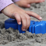 child_playing_sand