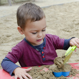 child_sand_playing